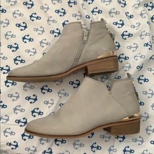 Steve Madden Kessey Gray Leather Booties